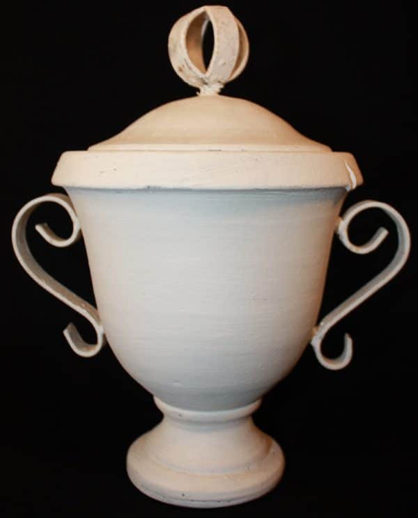 Witte pot met deksel