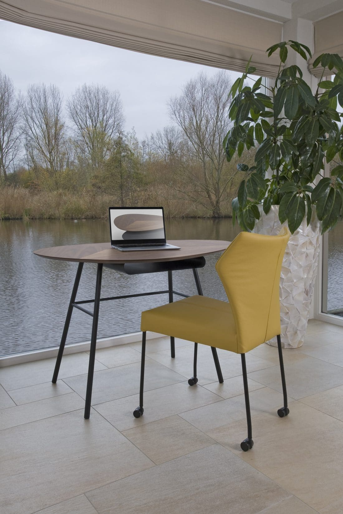 thuiswerkplek-woonkamer-bureautafeltje-twinny-desk-eetkamerstoel-fly