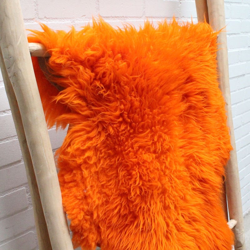 1538214607 001 Schapenvacht Oranje 01