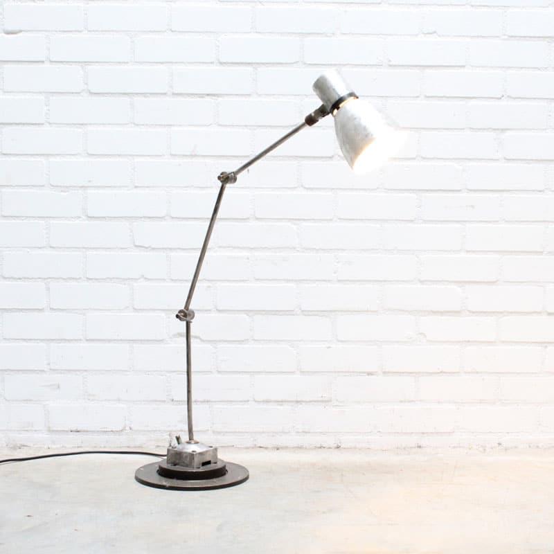 1538732750 04 Bureaulamp 04