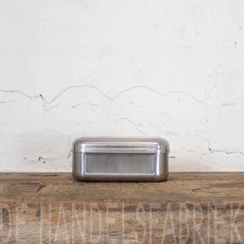 1588767030 06 Klein Metalen Bakje 03