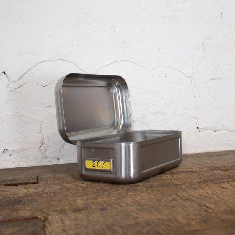 1588767030 06 Klein Metalen Bakje 04