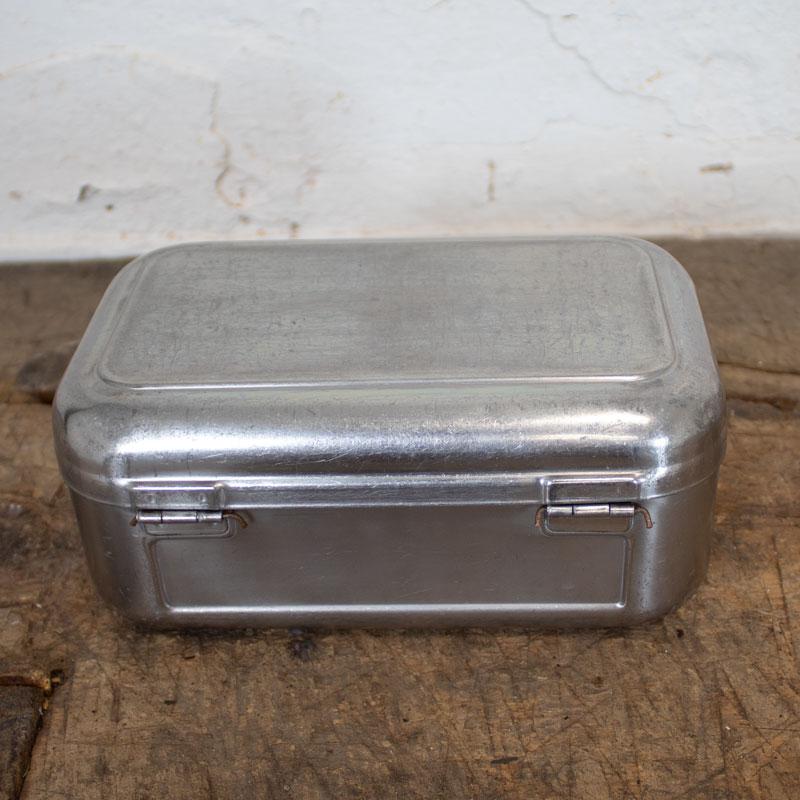 1588767030 06 Klein Metalen Bakje 07