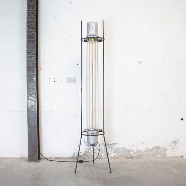 1596019137 117 Staande Tube Lamp 01