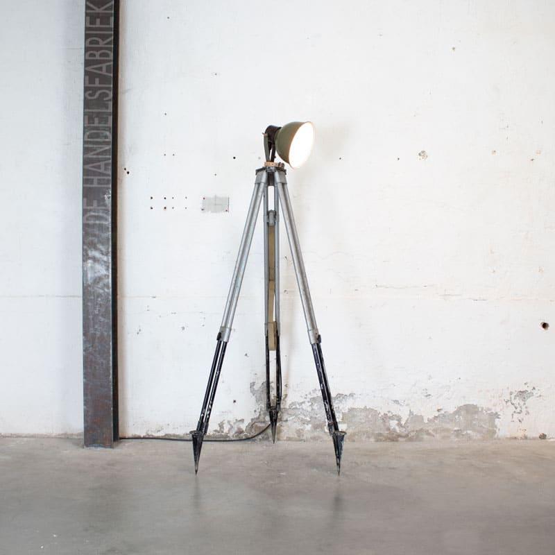 1596022234 122 Legerlamp Op Metalen Statief 02