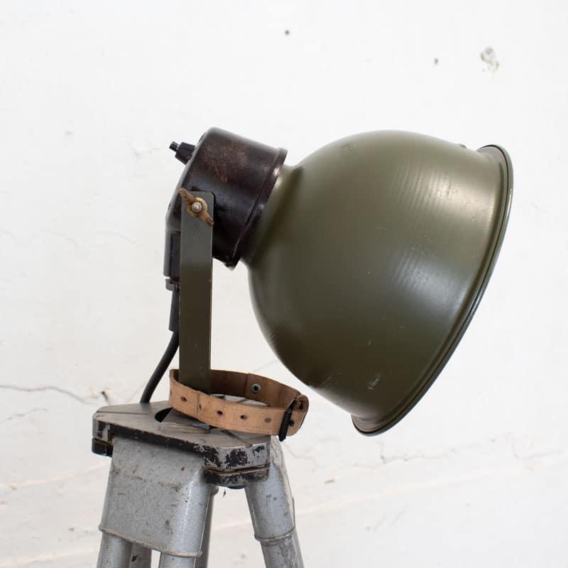 1596022234 122 Legerlamp Op Metalen Statief 04