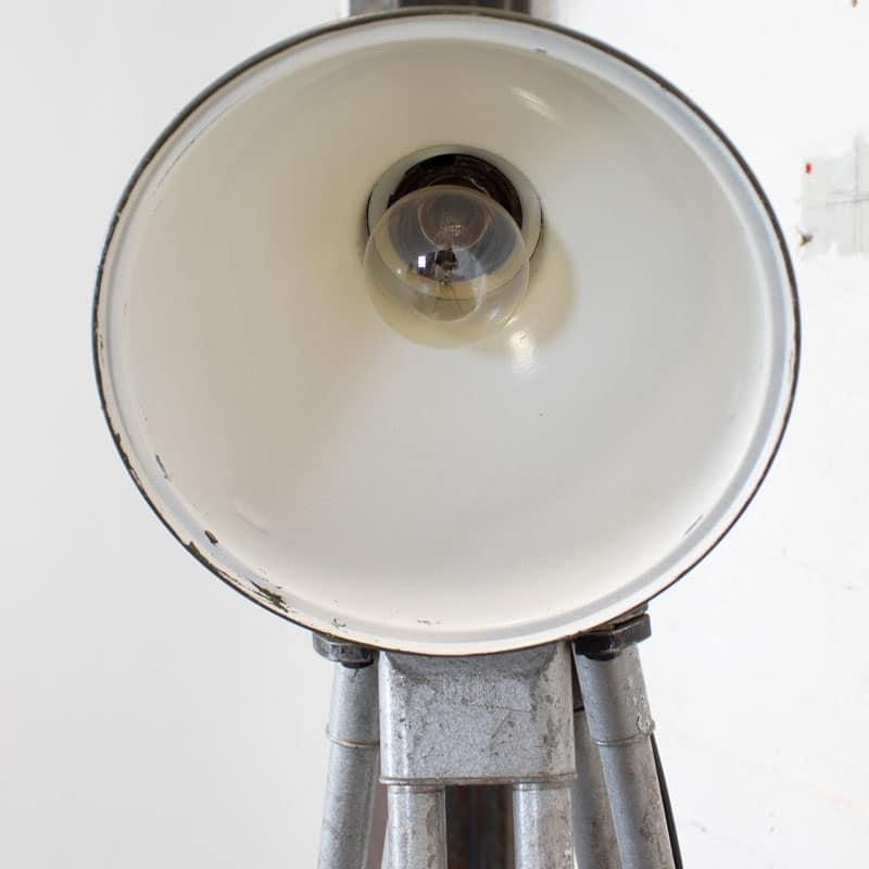 1596022234 122 Legerlamp Op Metalen Statief 06