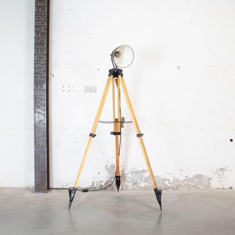 1596023449 121 Legerlamp Op Tripod Statief 01