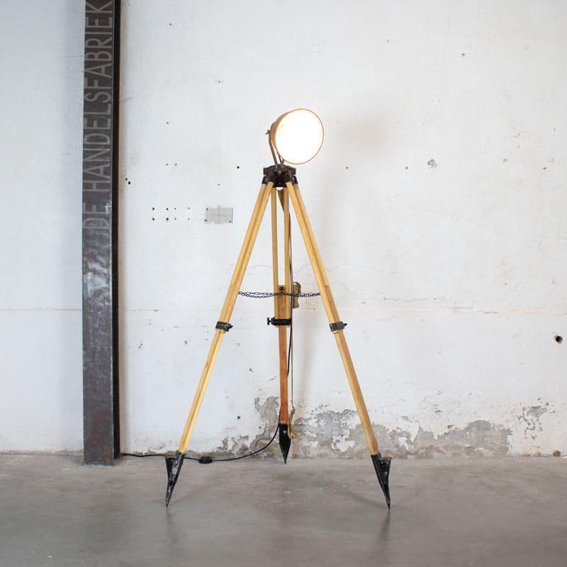 1596023449 121 Legerlamp Op Tripod Statief 02