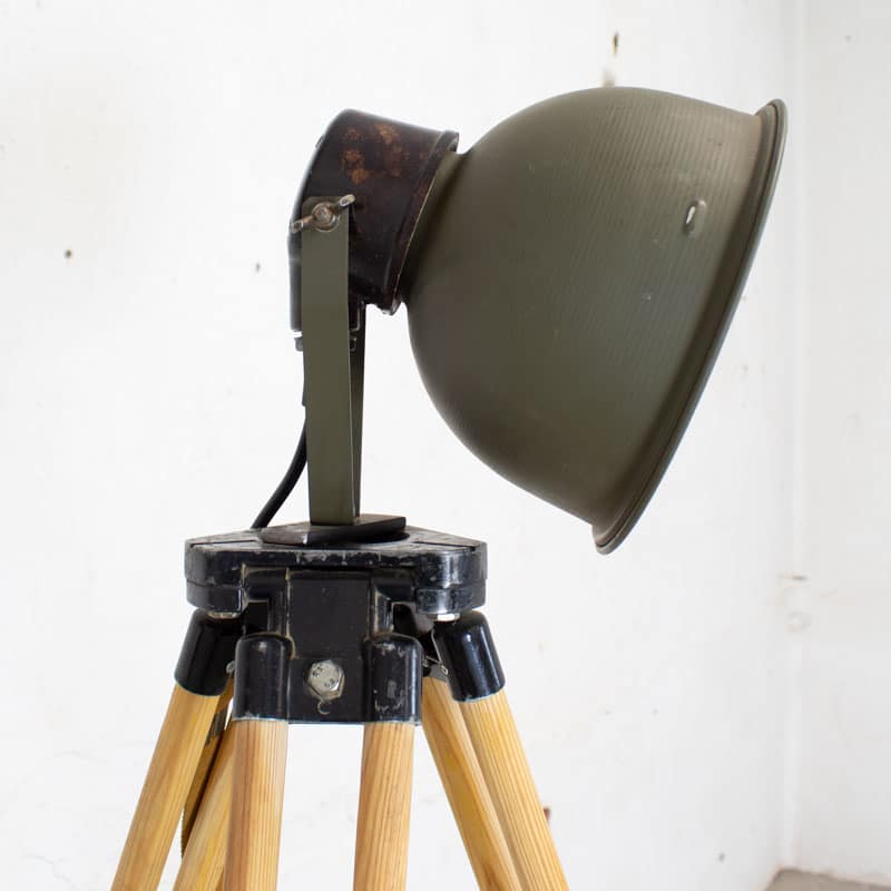 1596023462 121 Legerlamp Op Tripod Statief 06