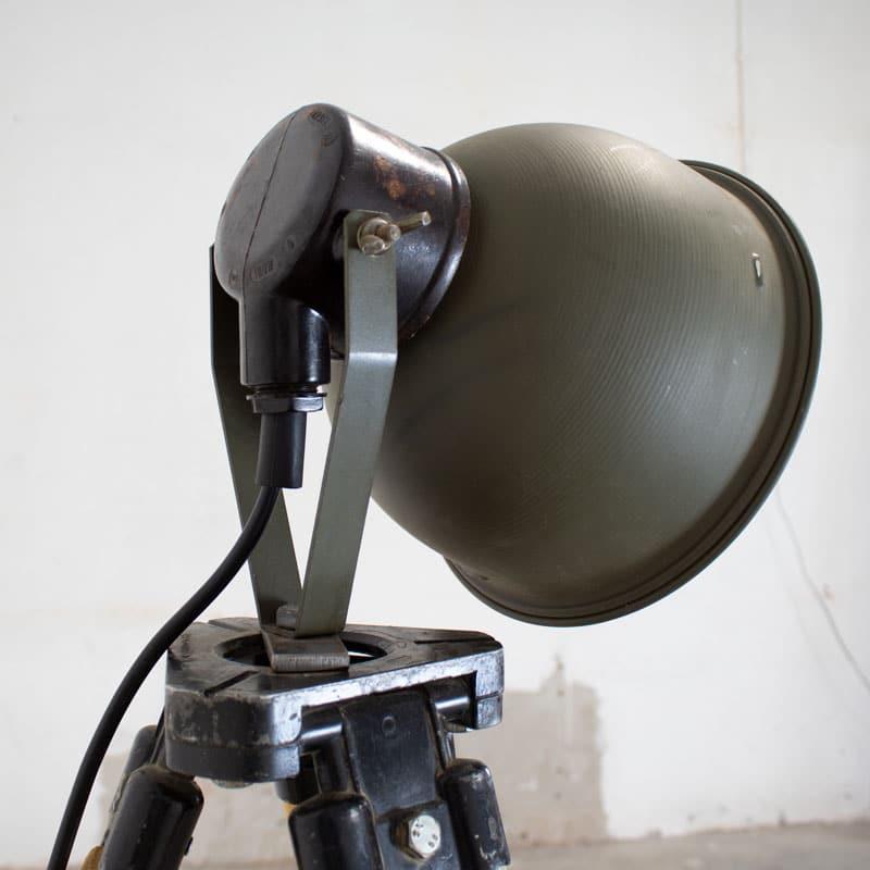 1596023462 121 Legerlamp Op Tripod Statief 07