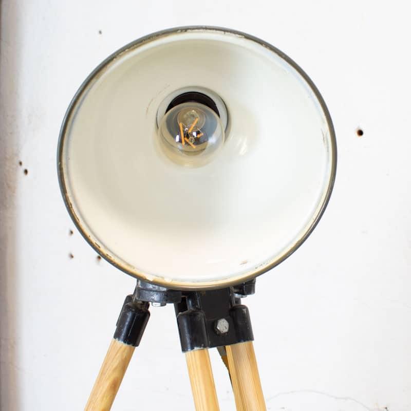 1596023462 121 Legerlamp Op Tripod Statief 08