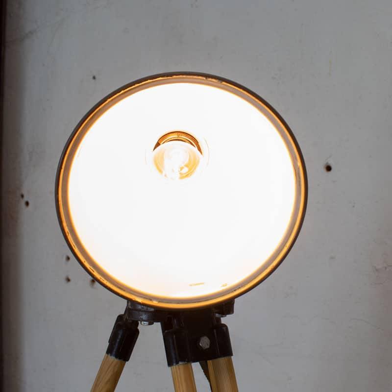 1596023462 121 Legerlamp Op Tripod Statief 09