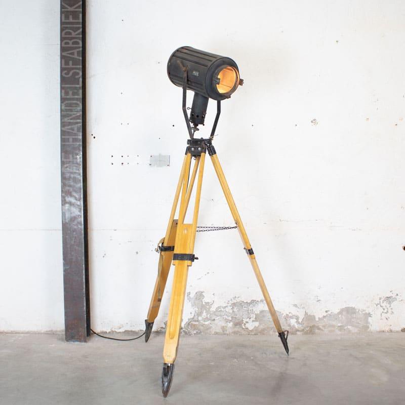 1596100004 114 Tripod Smallere Lamp 03