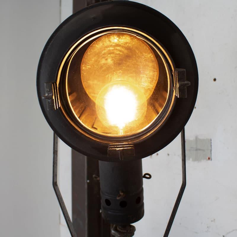 1596100004 114 Tripod Smallere Lamp 10
