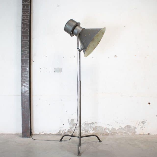 1596107553 118 Metalen Vloerlamp 01