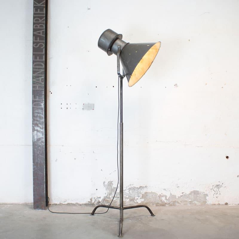 1596107553 118 Metalen Vloerlamp 02