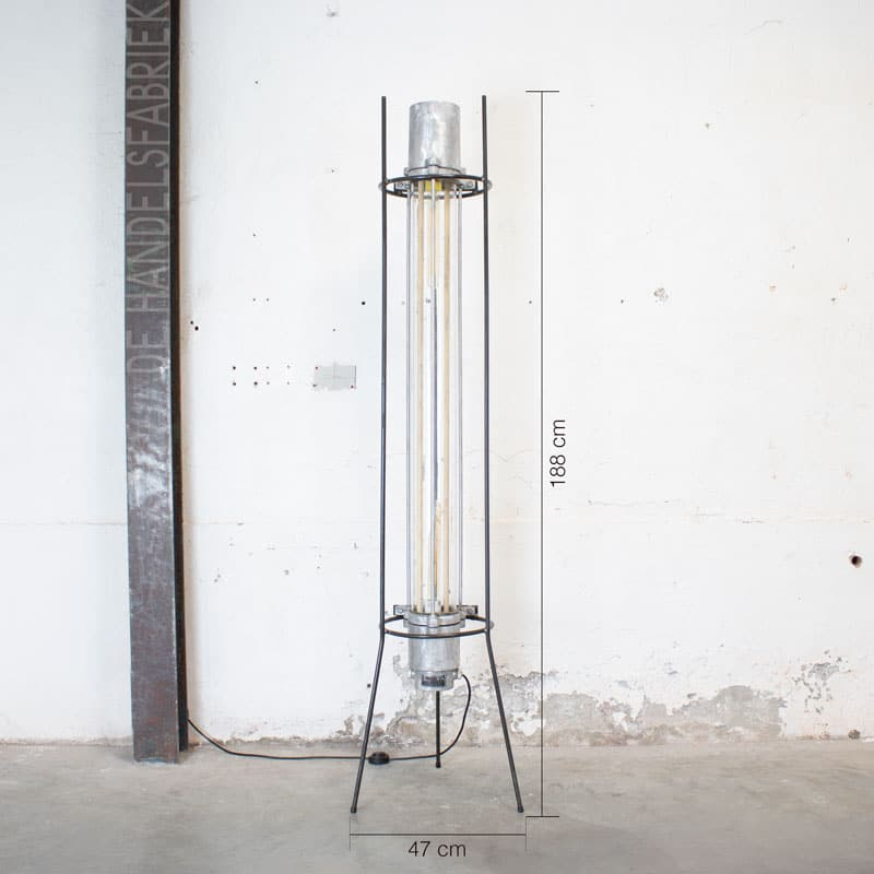 Staande Tube Lamp Geborsteld