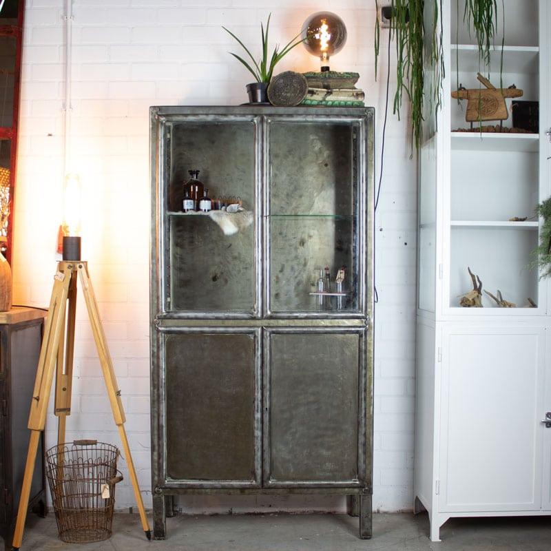 Vintage Apothekerskast Met Sleutel Geborsteld
