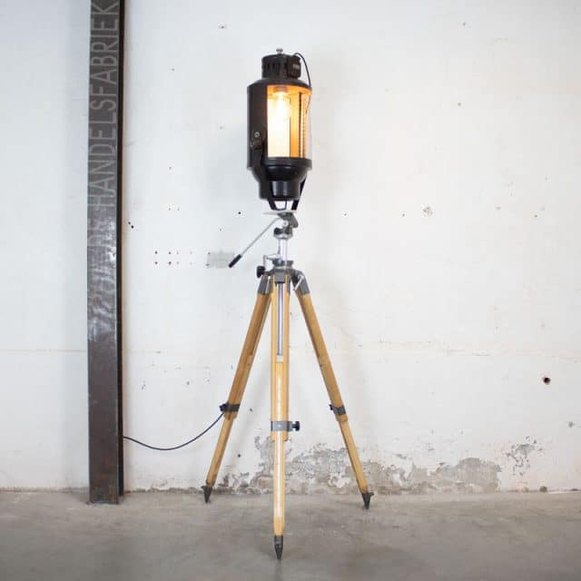 232 Tripod Lamp 03