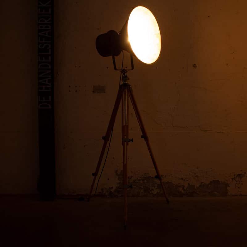 Fabriekslamp Op Houten Statief