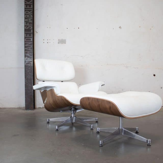 243 Eames Stoel Wit 01