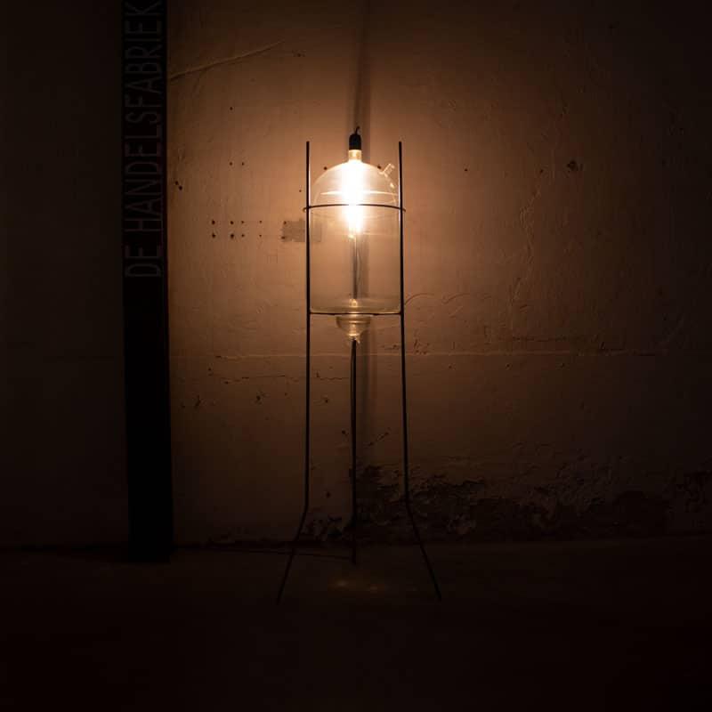 Staande Lamp Van Een Melkglas