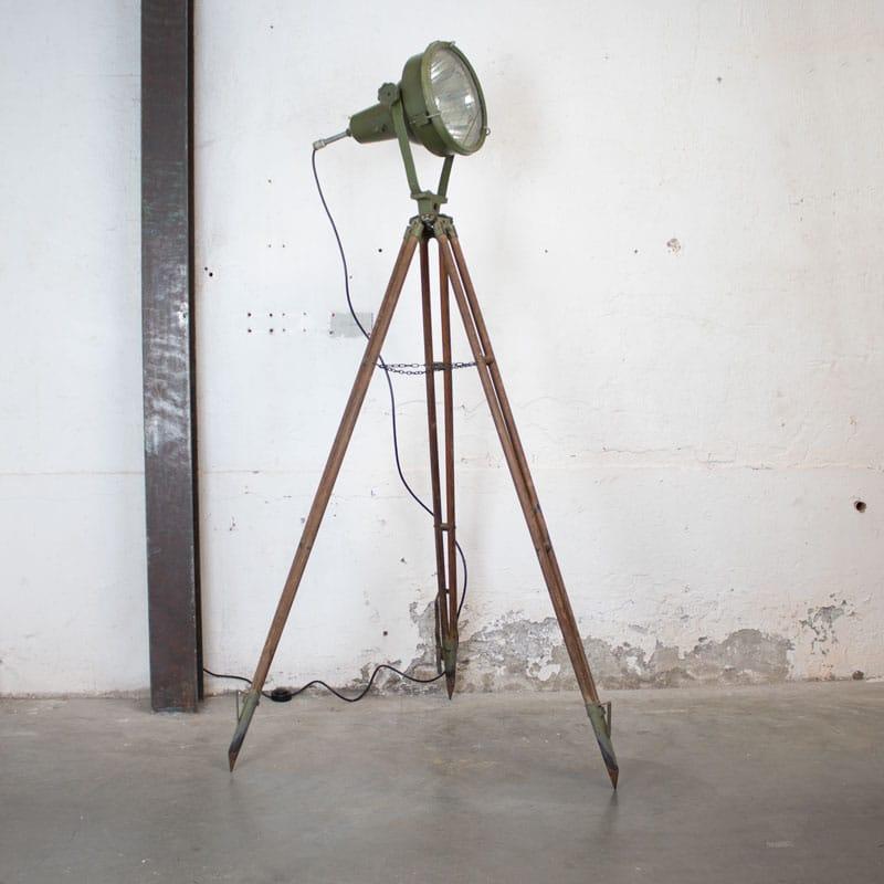 Legerlamp Op Statief
