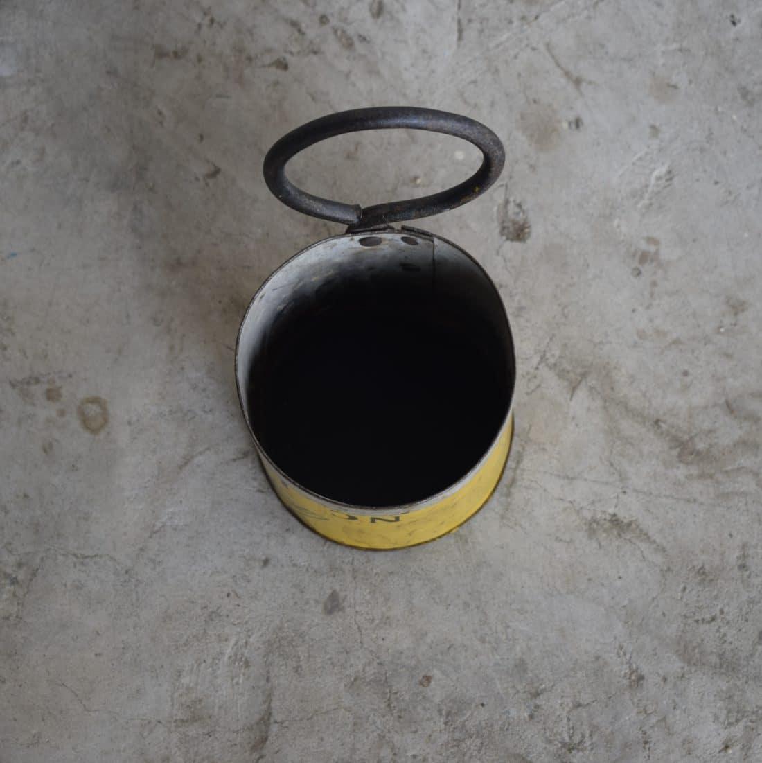 Stoer Metalen Bakje Met Ring Geel