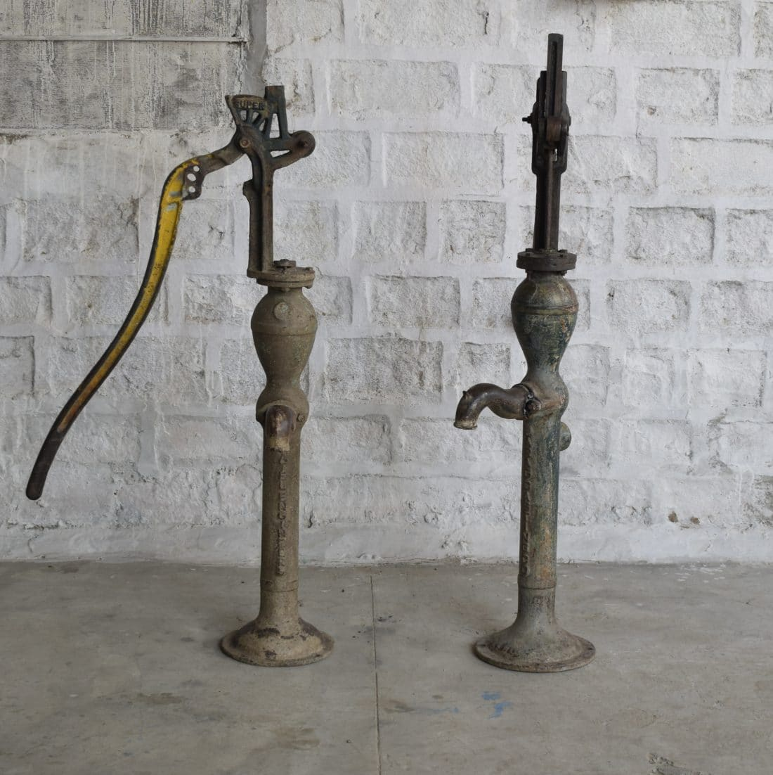 Oude Gietijzeren Waterpomp