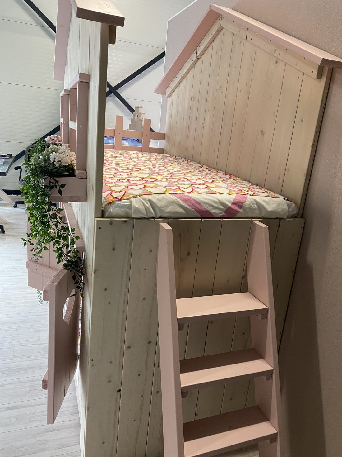 Boomhut Bed Roos