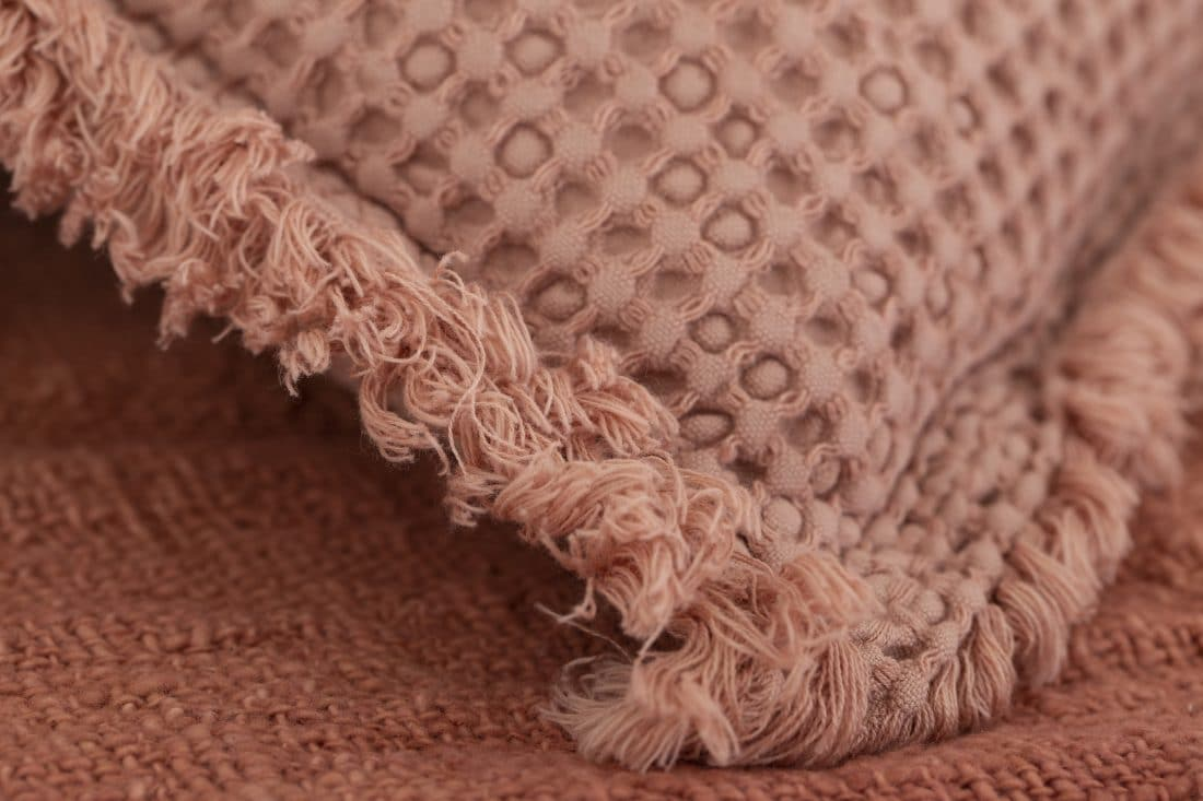 Deco Cushion Favo Coral 6 Scaled