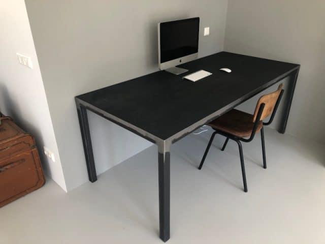 Metalen tafel vintage dark black