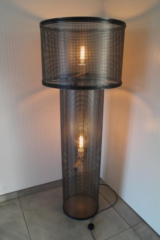Industrielle Stehlampe Golina mit Schirm
