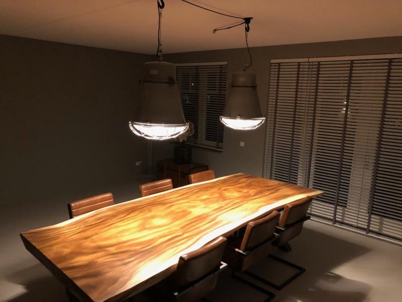 Industriële barrel lamp boven de eettafel