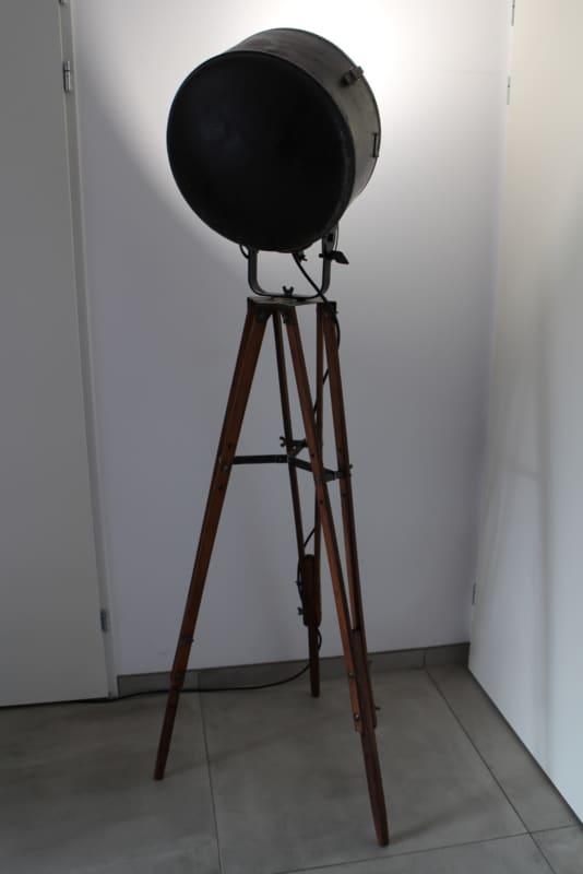 Vintage Spotlampe XL auf Stativ