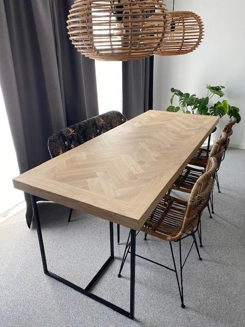 visgraat tafel zwart onderstel