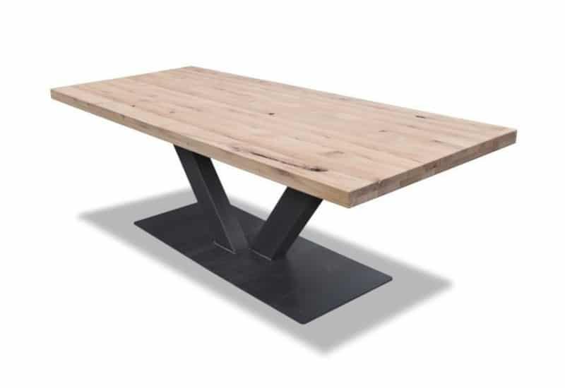 Eiken tafel met metalen onderstel