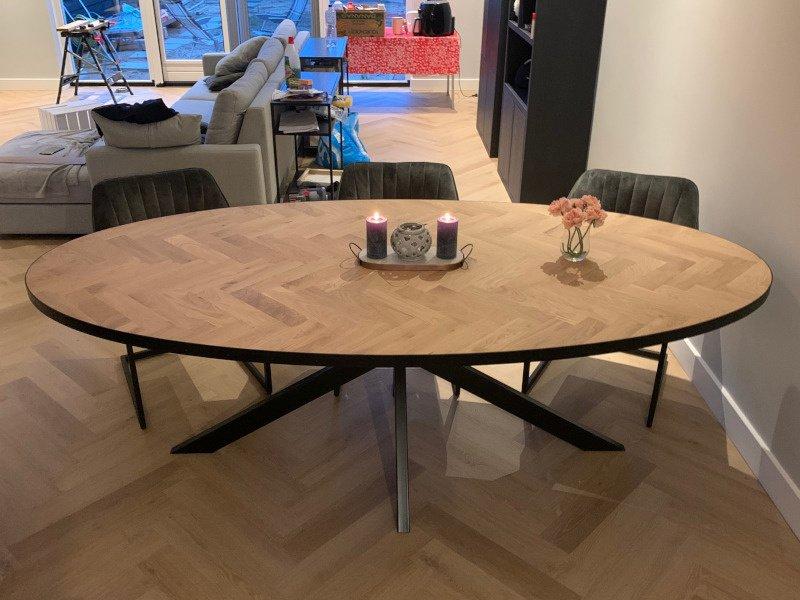 Ovale visgraat eiken tafel Milin Matrix