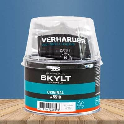 Skylt lacquer for wooden table
