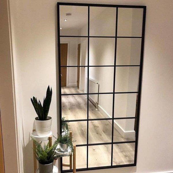 Spiegel mit Rautenmuster schwarzer Stahl