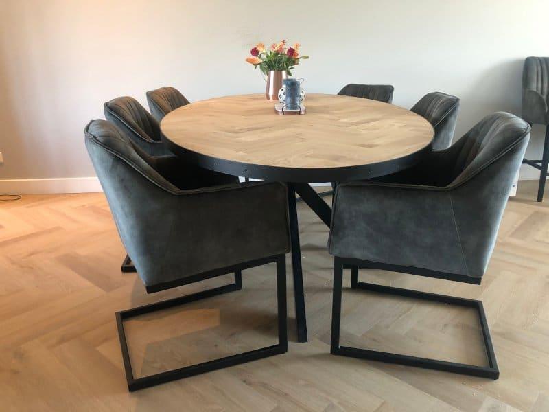 Oval herringbone oak table Milin Matrix