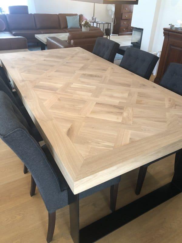 Visgraat eiken Versailles vierkant tafel met U onderstel