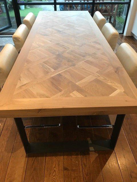 Quadratischer Tisch Versailles aus Eiche mit Fischgrätmuster und U-Fuß