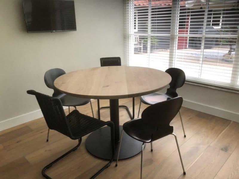 Round oak table Rowy Sol