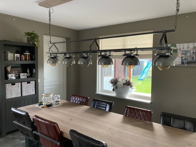 Industrial hanging lamp with 6 bulbs