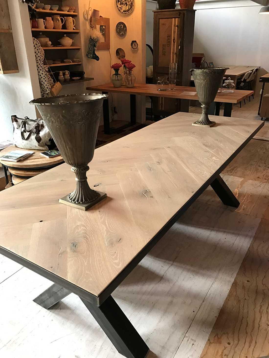 Visgraat eiken tafel Mosina vierkant 6 of 8cm dik incl U-ondestel 12x1cm