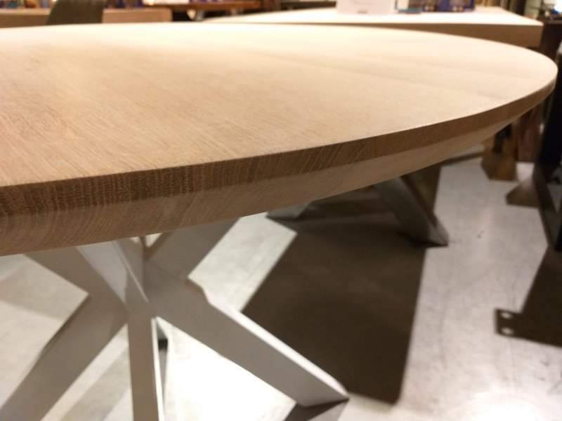 Round oak table Rowy Sol 4,5 cm thick incl round axis with base plate
