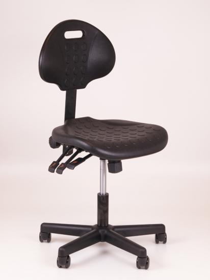 Werkstoel zwart met kunststof voetenkruis