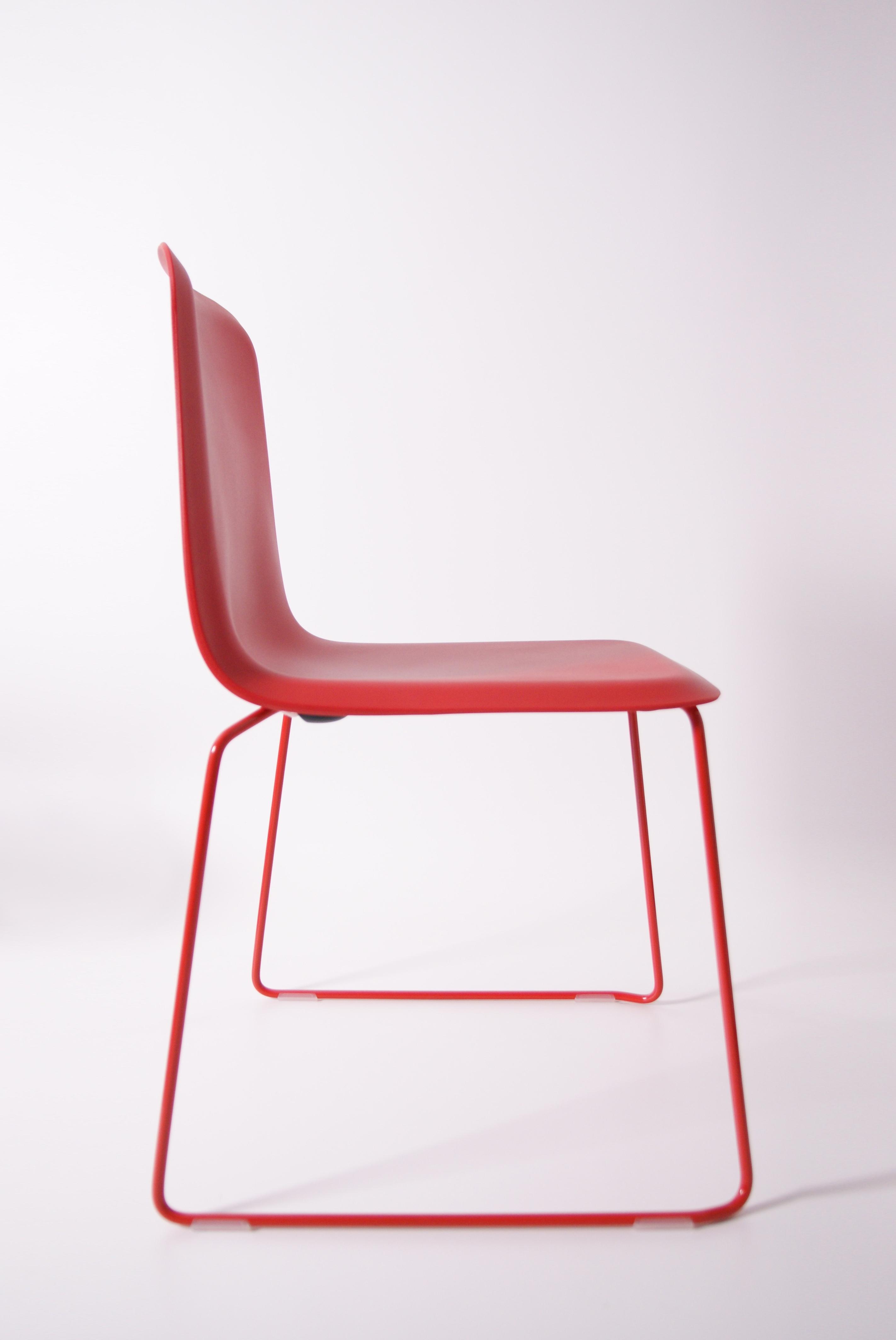 That Chair Rood Zijkant